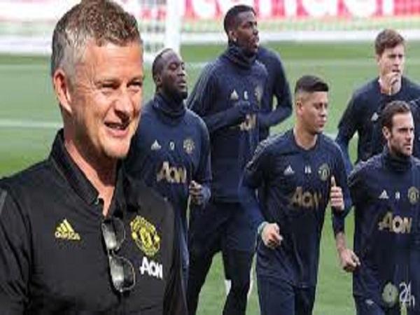 Mourinho bị đẩy dù là trò cưng của Maguire