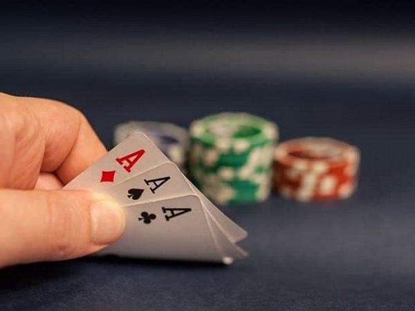 Mơ thấy đánh bài đánh con gì phát tài, điềm tốt hay xấu?