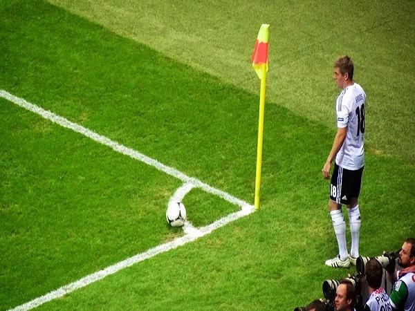 Phạt góc là gì? Luật phạt góc cơ bản trong bóng đá