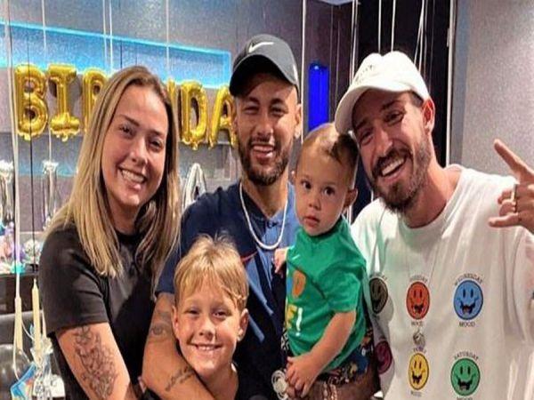 Tin bóng đá tối 25/8: Neymar gạt nỗi buồn để mừng sinh nhật con trai
