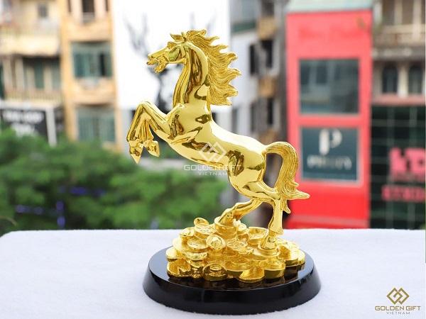 Tượng ngựa phong thủy có ý nghĩa gì và cách bày trí ra sao?