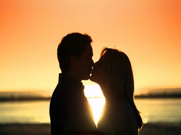 Mơ thấy nụ hôn có điềm báo gì? đánh con số nào?